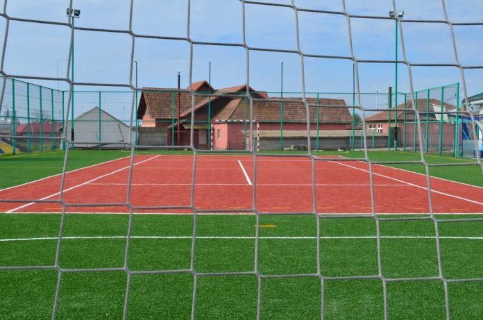 3 tipuri de gazon artificial pentru terenurile de sport şi 1 gazon decorativ